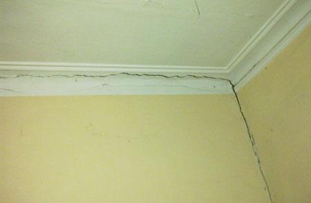 xử lý vết nứt tường nhà