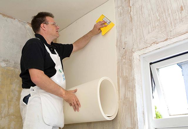 Dùng giấy dán tường chống thấm