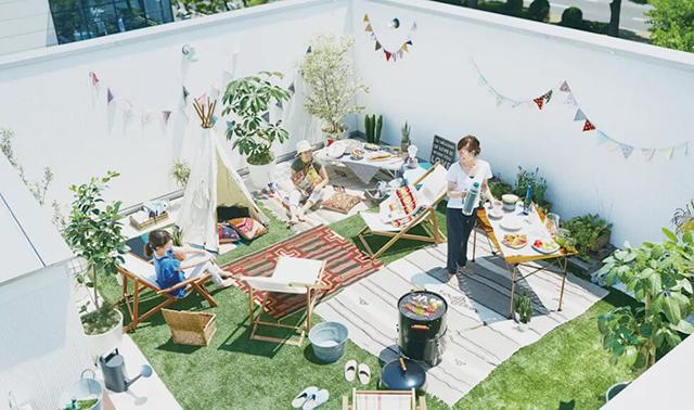 Thiết kế sân thượng thành vườn cỏ tạo không gian thư giãn ngoài trời cho gia đình