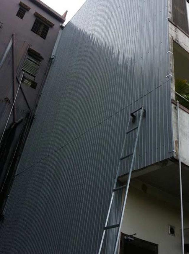 chống thấm tường nhà liền kề bằng tôn lá
